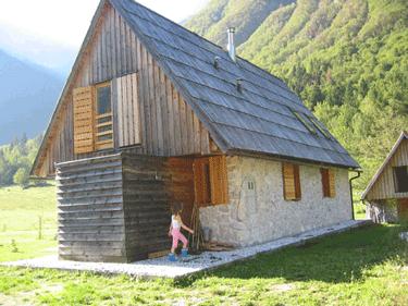 Projektna fotografija lesena-hisa1.png